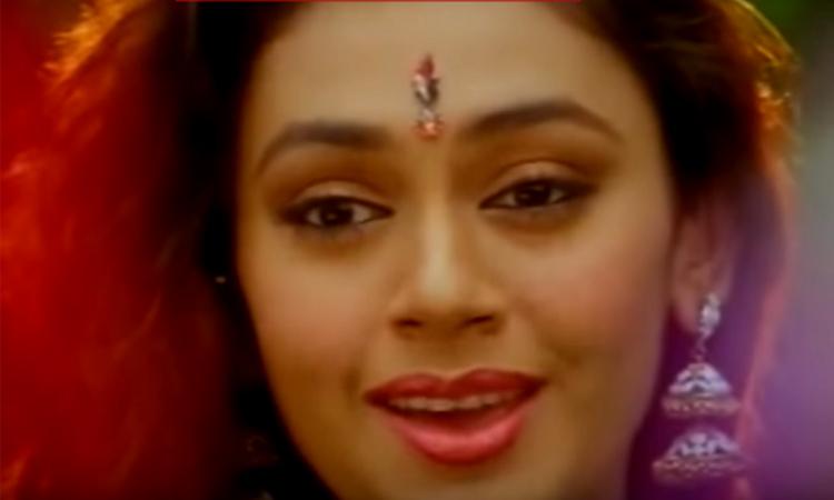 Actress Shobhana disapproves Kiss of Love campaign