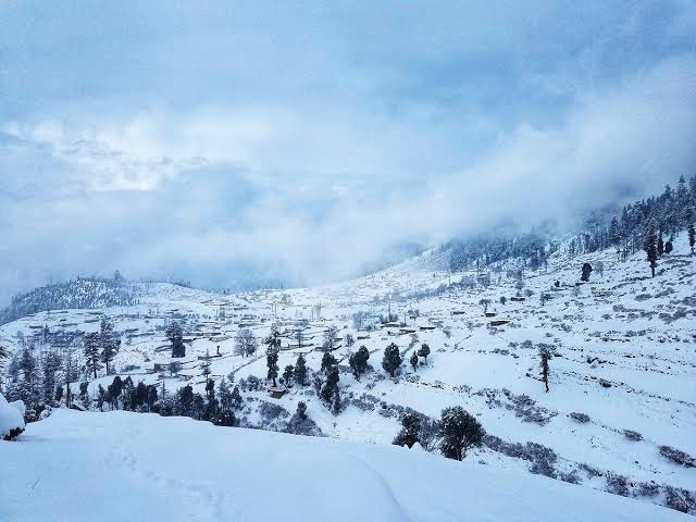 Heavy snowfall, rain claim 35 lives in Pakistan