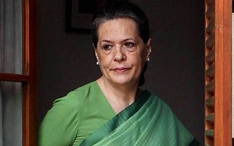 Sonia meets President as Congress seeks Leader of Opposition status