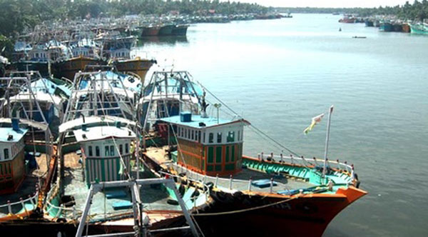 Chandy discusses trawler fishing ban issue with Agri Min