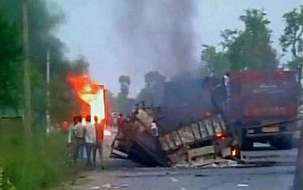 Maoists torch 32 vehicles on GT Road in Bihar
