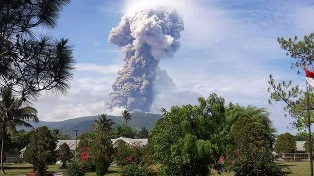 1-minute silence held for NZ volcano victims