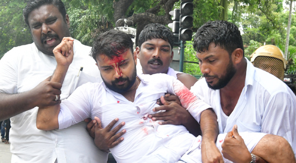 Police clash with Youth Congress protestors in Thiruvananthapuram