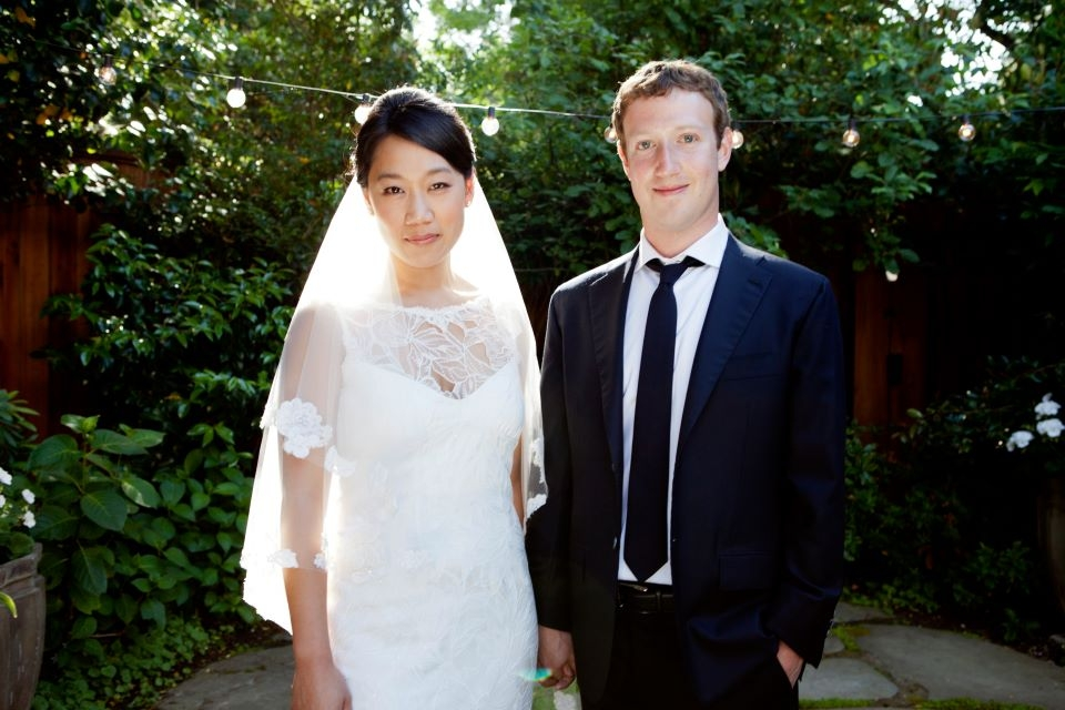 Facebook CEO marries longtime girlfriend