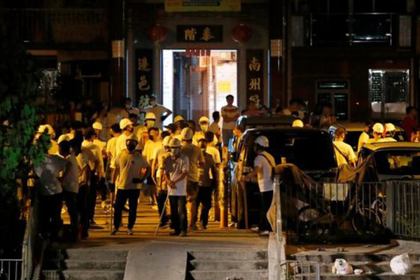Armed mob storms Hong Kong train station, attack people