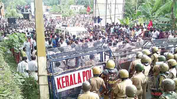 Custodial death protest: Locals scuffle with cops, damage van