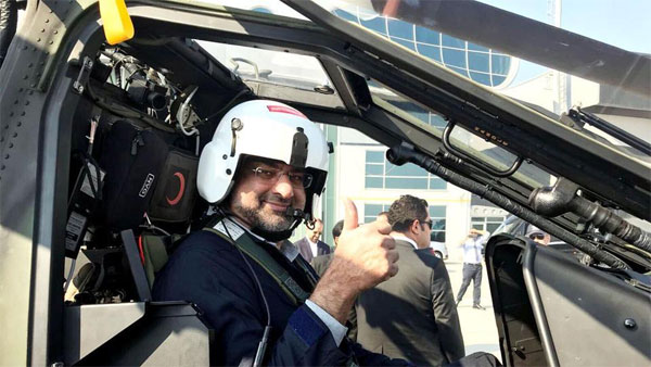 Abbasi becomes Pakistans first PM to fly military helicopter