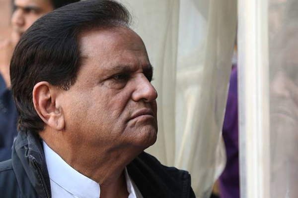 Govt manufacturing data, producing films, creating awards to hide its failures: Ahmed Patel