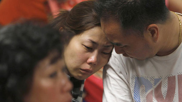 AirAsia crash: Eighth body recovered, bad weather hampers search