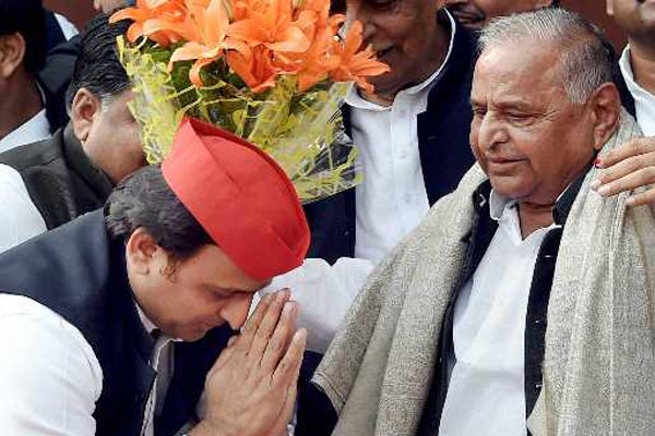 Akhilesh moots Mulayams name for PM post