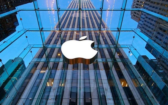 Apples self-driving car meets first accident