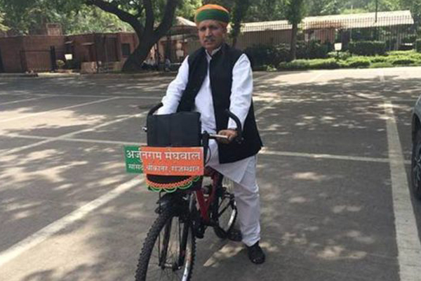 Arjun Meghwal: A politician who loves to travel by bicycle