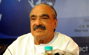 KM Mani offers to resign over bar bribery scam