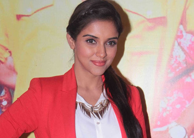 Bollywood more open than southern film industry: Asin