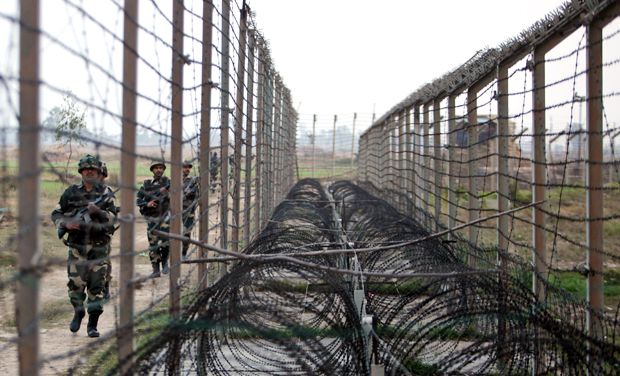 Indian, Pakistani troops clash along LoC