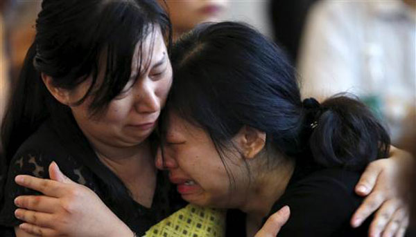 China ship capsize: Death toll climbs to 434