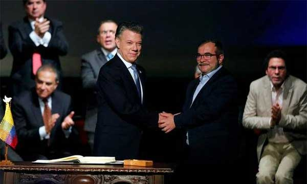Colombian government and FARC sign revised peace agreement