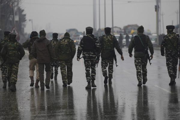 As Kashmiris Face Threats After Pulwama Attack, @CRPFmadadgaar Pledges Help