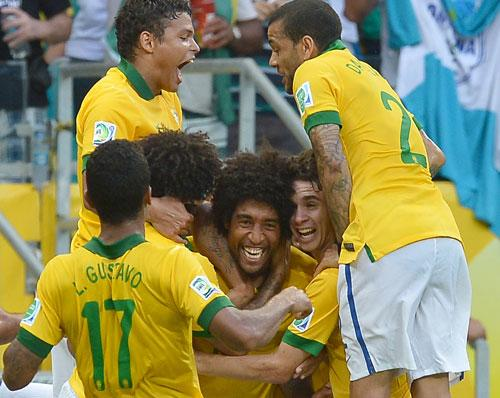 Inspired Brazil see off Italy to win Group A