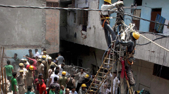 Delhi building collapse death toll up to 10
