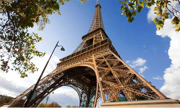 Eiffel Towers stairway section sold for half million euros