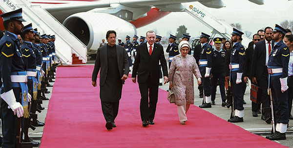 Pakistan to open up defence sector for pvt players, hopes for Turkish investment