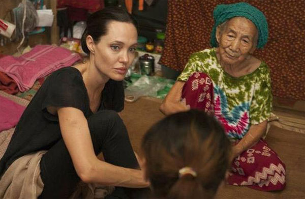 Angelina Jolie meets refugees in Myanmar