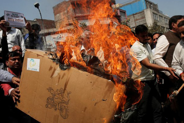 Traders burn Chinese goods to protest Chinas UNSC move on Azhar