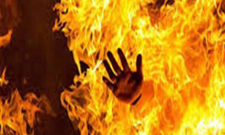 Jilted lover sets ablaze girl, both die