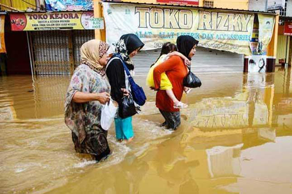 Indonesia floods: Death toll rises to 63