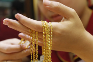 Gold down 200 on poor demand; silver falls by Rs 965