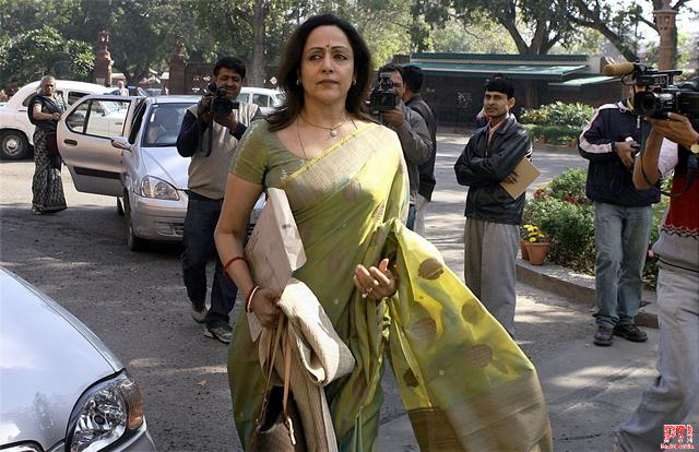 Hema Malini eyes Firozabad for Lok Sabha debut