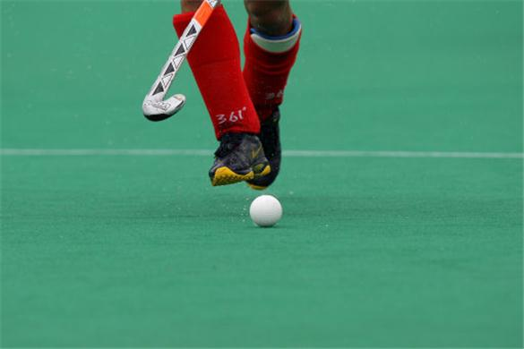 Triple jumpers fail, hockey teams pathetic show continues