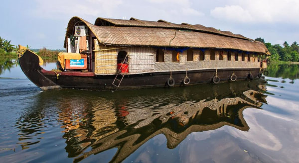 Kerala mulls setting up houseboat regulatory authority