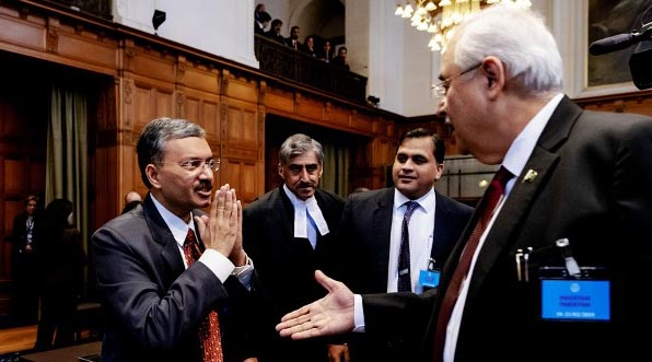 Indian diplomats ignore handshake by Pak officials at ICJ