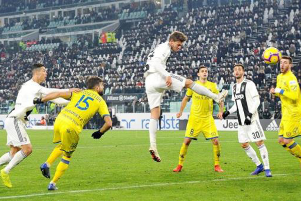 Juventus cruise against last-place Chievo