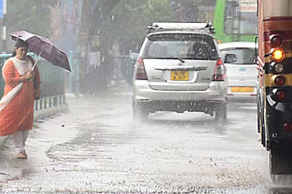 Rain throws life out of gear in Kerala