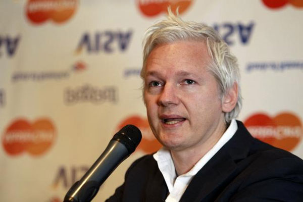 Swedish prosecutors offer to question Assange in London