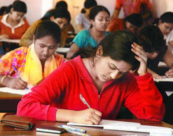 Govt scraps decision to ease norms for engg entrance test