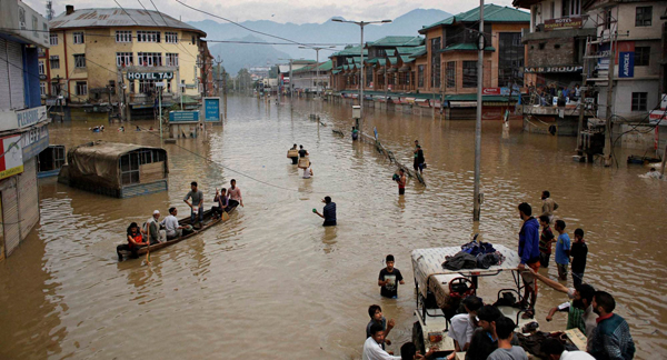 Rains briefly hit relief operations, another 60,000 evacuated