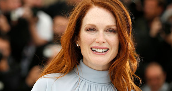 Julianne Moore stopped believing in God after mothers death