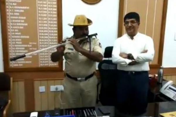 Karnataka cop turns lathi into flute to play folk songs
