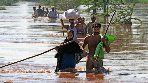 Kashmir floods toll near 200, rescue efforts on, aid pours in
