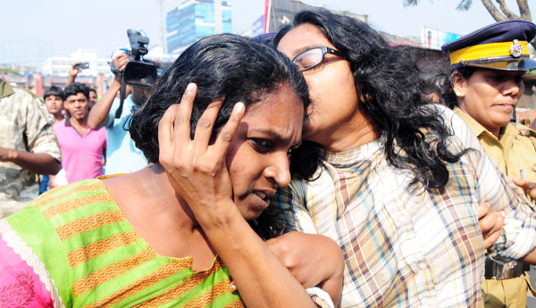 Govt not to ban 'kiss protest'
