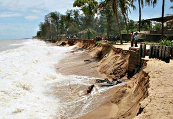 Kerala seeks Centres support to tackle sea erosion