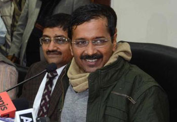 Kejriwal to review dept works after 6 pm; officials irked