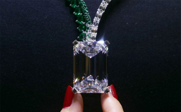 Largest diamond ever auctioned sold for record $34 million in Geneva