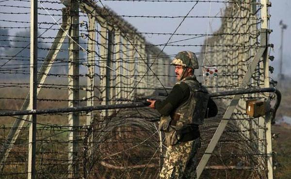 India, Pakistan trade fire on LoC