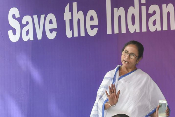 Mamata ends sit-in, apex court asks Kumar to appear before CBI