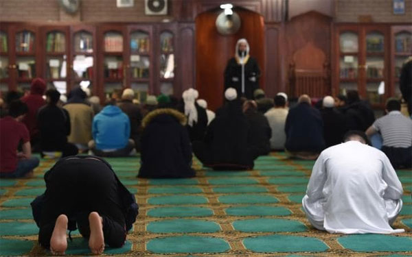 Mosques in UK should hire British-born imams